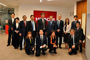 A group photo picture at Hitachi Europe (back row, center: President of Hitachi Europe Nishida).